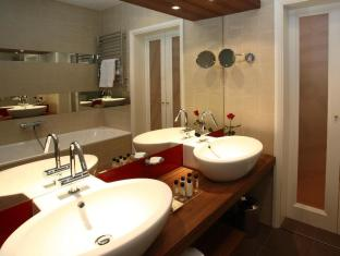 Mamaison Hotel Riverside Prague Prague - Bathroom - Deluxe Room