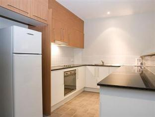 Bentley Suites Canberra - Kitchen