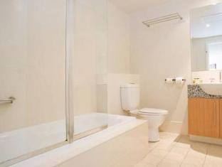 Bentley Suites Canberra - Bathroom