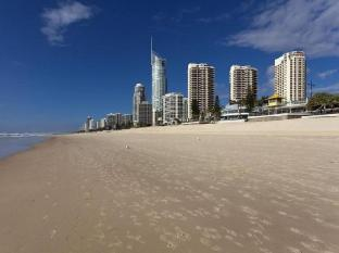 Hotel Grand Chancellor Surfers Paradise Gold Coast - Beach