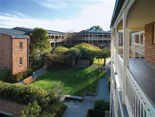Medina Serviced Apartments Canberra Canberra - Central Courtyard