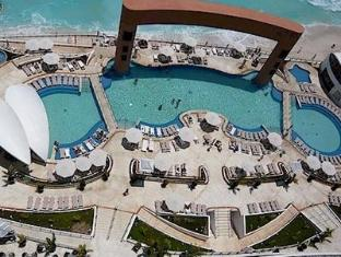 Beach Palace Resort - All Inclusive Cancun - View