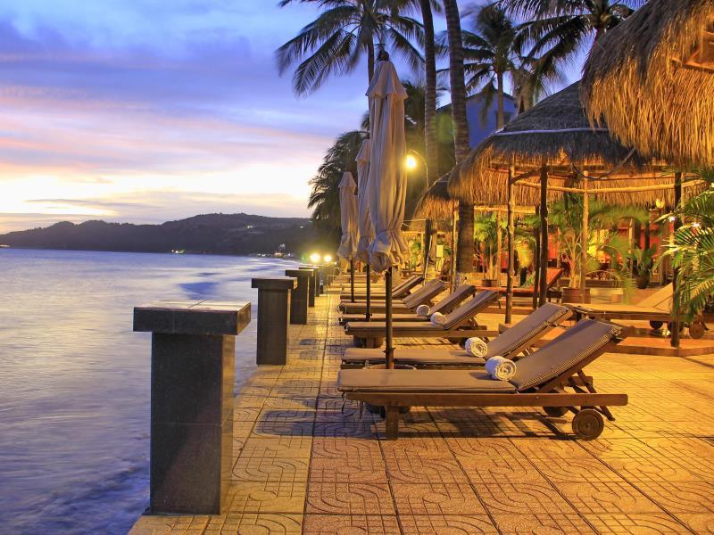 Nắng Hòn Rơm Resort