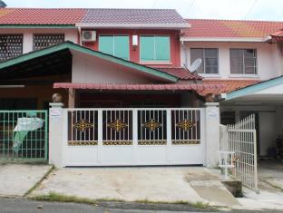 Indah 7118 Sandakan Vacation Home - 1 star located at Sandakan
