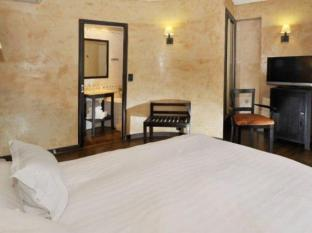 Hotel Europe Saint Severin Paris - Guest Room