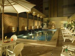 Golden Dragon Hotel Macao - Piscina