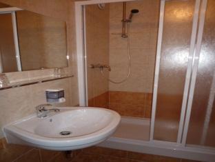 Hotel Krystal Praga - Baño