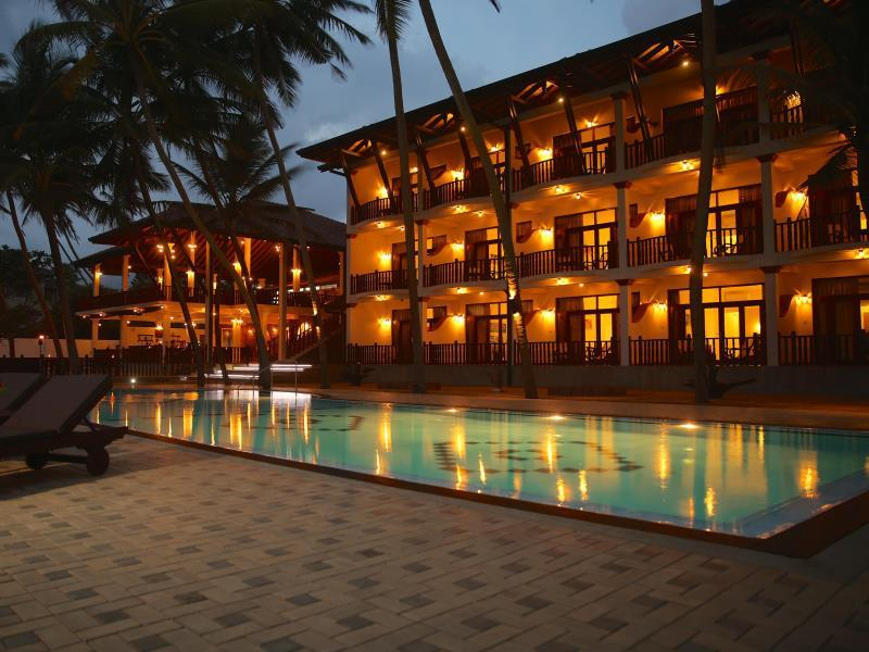 Whispering Palms Hotel - Hotels and Accommodation in Sri Lanka, Asia