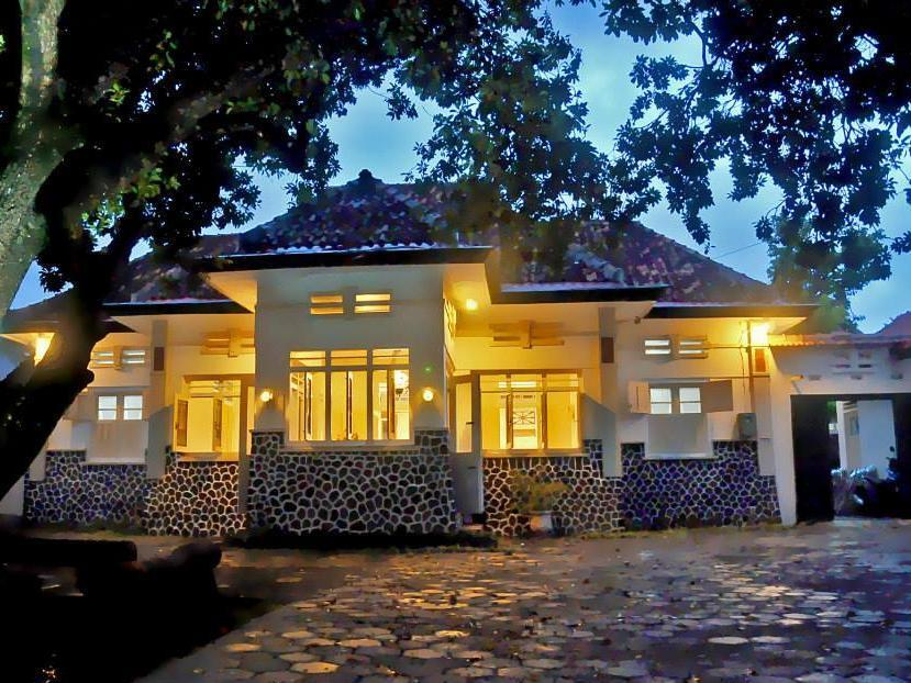 Dhaup Guest House - Hotels and Accommodation in Indonesia, Asia
