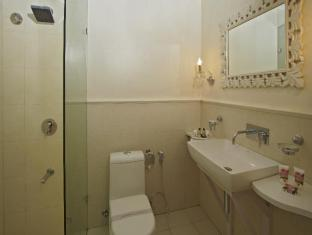 Ajanta Hotel New Delhi and NCR - Superior Room- Bathroom