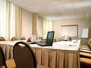 Four Points by Sheraton Toronto Airport Hotel Toronto (ON) - Ruang Rapat