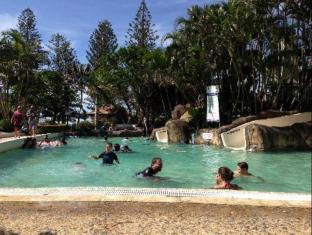 Oaks Calypso Plaza Hotel Gold Coast - Piscina