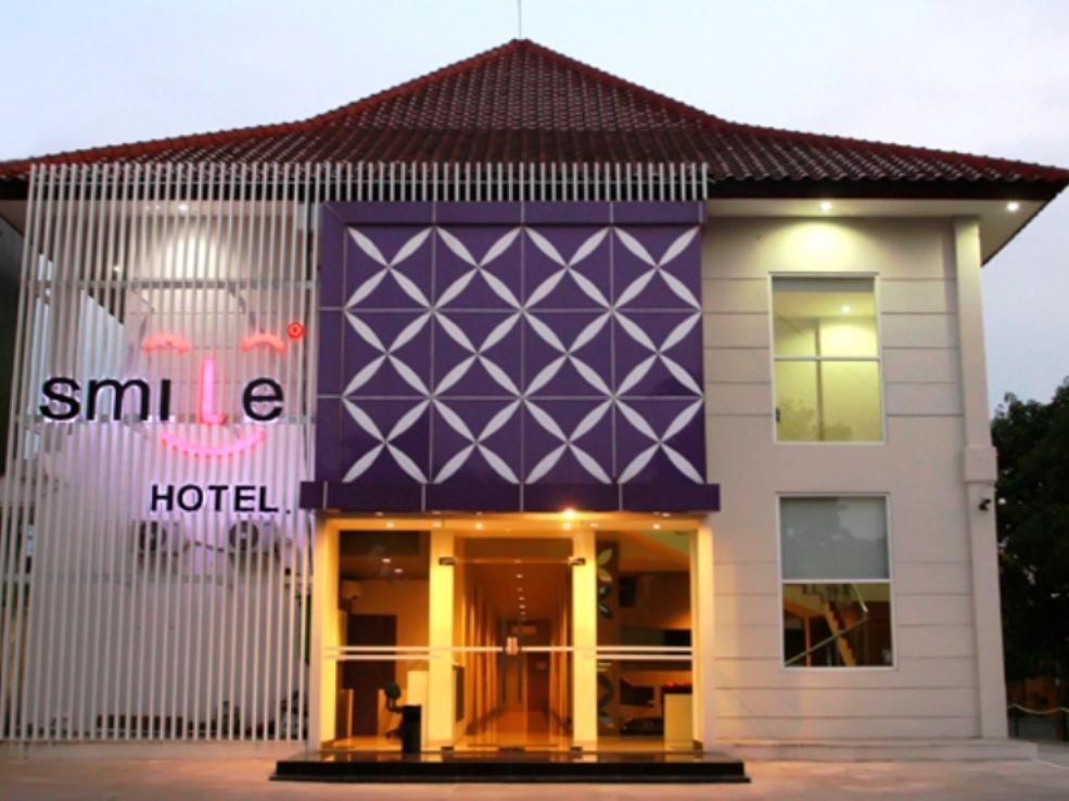 Smile Hotel Cirebon - Hotels and Accommodation in Indonesia, Asia