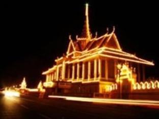 Casa Boutique Hotel Phnom Penh - Royal Palace by Night