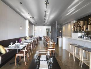 Adina Apartment Hotel St Kilda Melbourne - Food, drink and entertainment