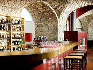 Aparthotel Austria Suites Praga - Pub/Hol