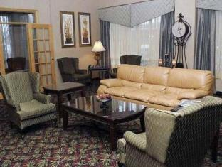 Quality Hotel And Suites Toronto Airport East Toronto (ON) - Suite Room