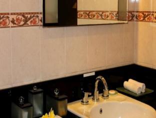 Diwangkara Holiday Villa Beach Resort & Spa Bali - Bathroom