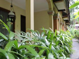 Diwangkara Holiday Villa Beach Resort & Spa Bali - Garden