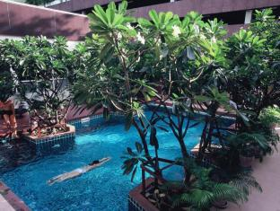 FuramaXclusive Sathorn Hotel Bangkok Bangkok - Swimming pool