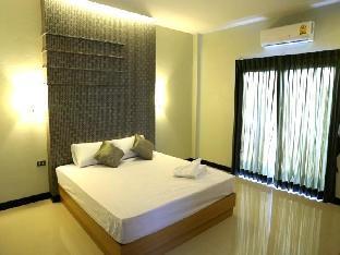 Hinson Hillside Hotel guestroom junior suite