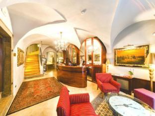 The Golden Wheel Boutique Hotel Prague - Reception