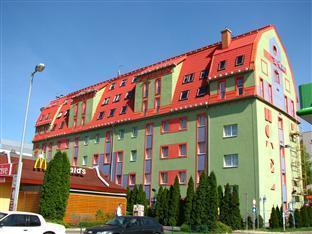Polus Hotel Budapest - Entrance