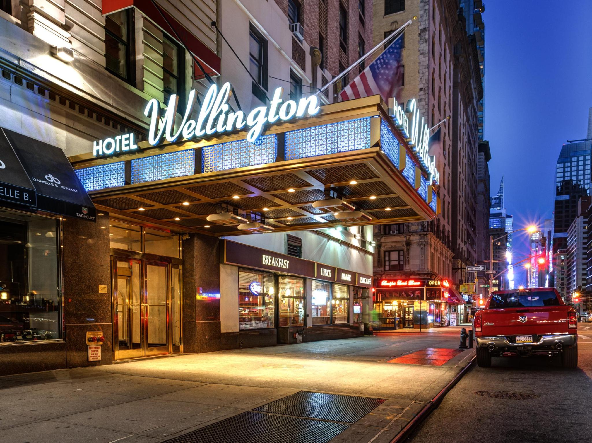 Wellington Hotel - Hotel and accommodation in Usa in New York (NY)