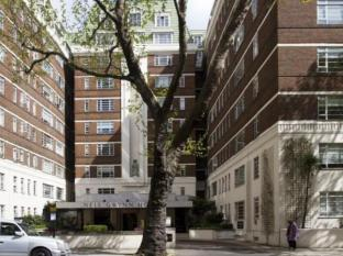 Sloane Avenue Apartment
