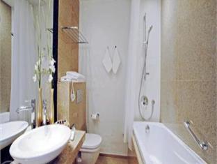 Savoy Boutique Hotel טלין - חדר אמבטיה