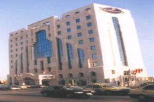 アル ダナ プラザ ホテルの外観