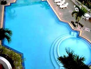 โรงแรมจอมเทียน ฮอลิเดย์ พัทยา - สระว่ายน้ำ