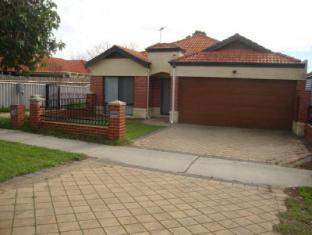 Holiday Accommodation - 4 Bedroom House | Australia Budget Hotels