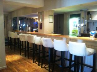 Best Western Barons Court Hotel Walsall - Bar Area