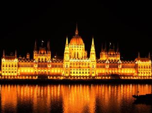 Novotel Danube Hotel Budapest - Parliament at night