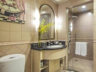 Green Court Serviced Apartment at People Square Shanghai - Bathroom