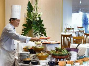 Grand Diamond Suites Hotel Bangkok - Food, drink and entertainment