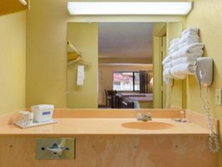 Travelodge Suites East Gate Orange Hotel Orlando (FL) - Baño