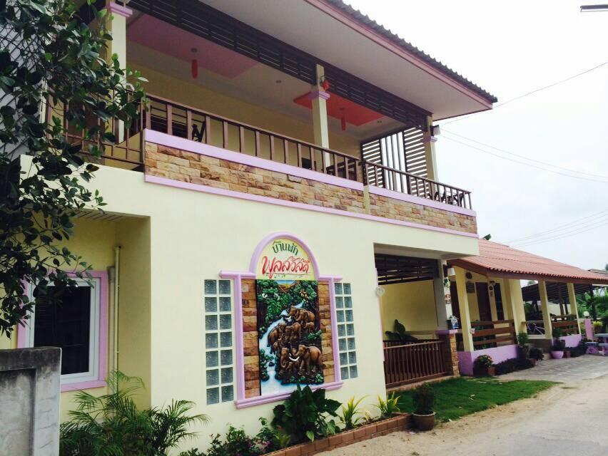 Baan Poonsawat - Hotell och Boende i Thailand i Asien