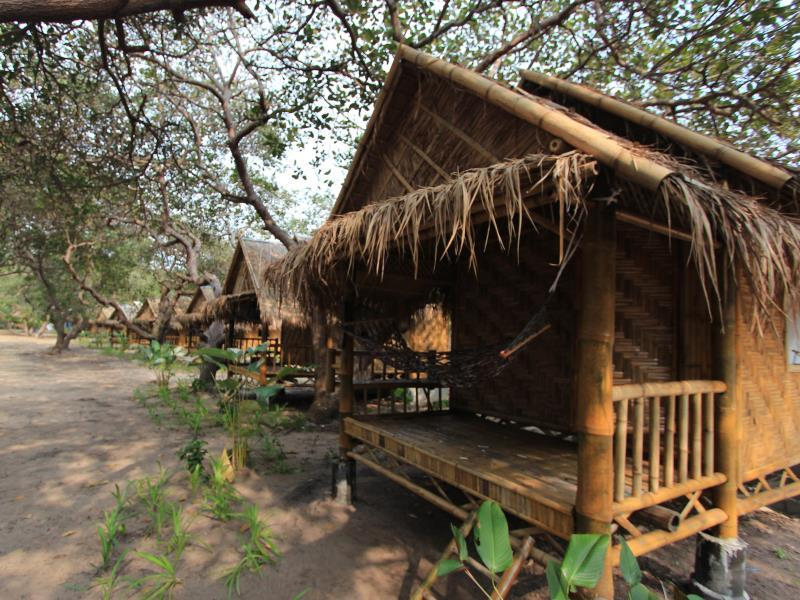 Phayam Sport Bungalow - Hotell och Boende i Thailand i Asien