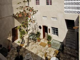 Orient Guest House Dubai - Courtyard