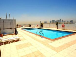 Richmond Hotel Apartments Dubai - Schwimmbad