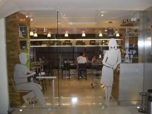 Polis Grand Hotel Athény - Vchod
