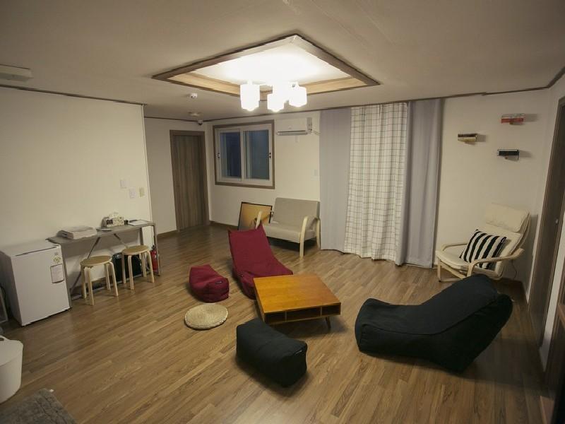 Urbanstay Hongdae Guesthouse