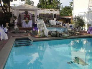 Northview Hotel Laoag - Piscina