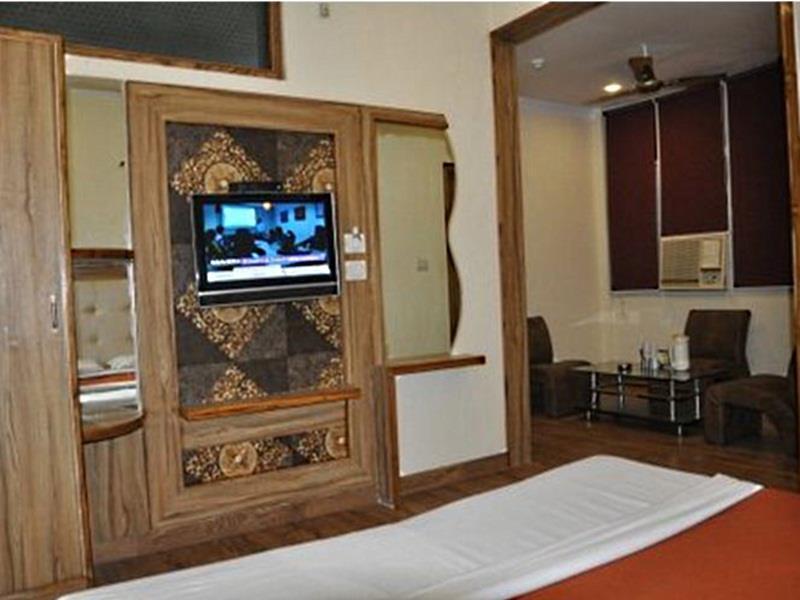 Hotel Royal Brooks - Chandigarh
