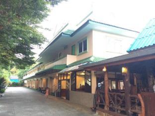 j holiday resort