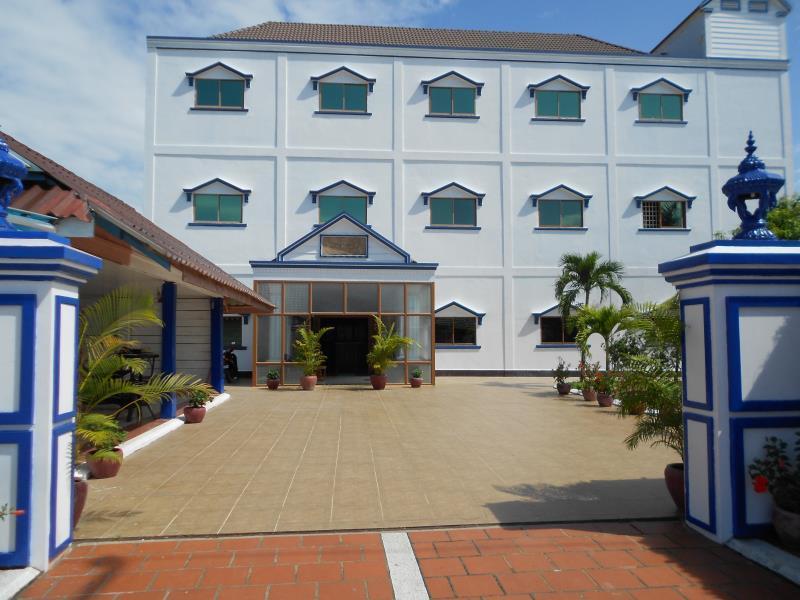 EOS Oceanfront Hotel