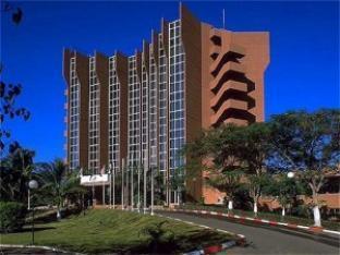 メルキュール シルマンド ワガドゥグー ホテルの外観