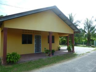 Teratak D Kampung Holiday House - 1 star located at Pantai Cenang